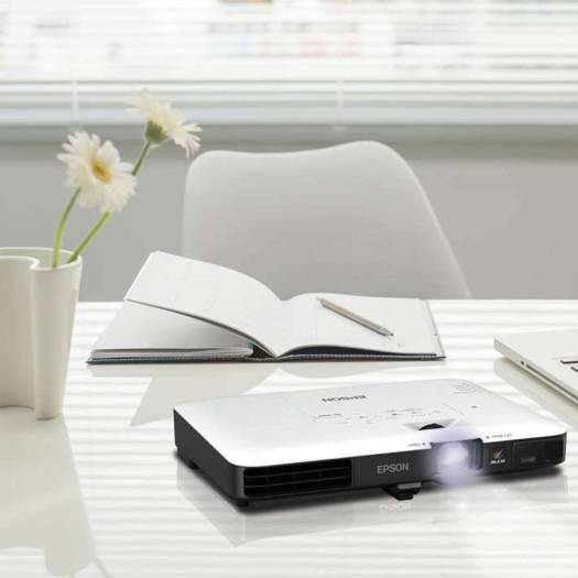 EPSON EB1781W Ultra Portable Projector With 1-1.2 Optical Zoom and 30-300'' Screen size, HDMI , D-Sub, USB | EB-1781W