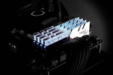 G SKILL Trident Z Royal Series 32GB 2 x 16GB , 288 Pin DDR4 SDRAM DDR4 4000  PC4 32000 , Unbuffered